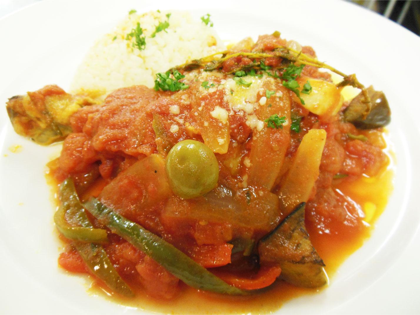 鶏とトマトの煮込み料理